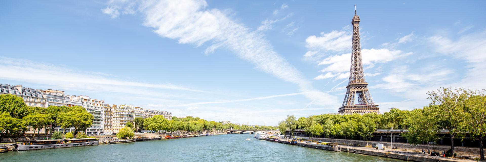 La seine à Paris, et la tour eiffel